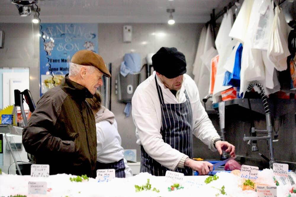 darren-jenkins-serving-in-the-shop